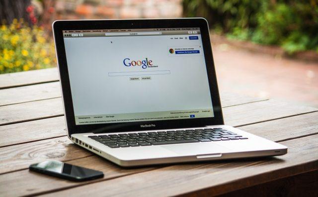 ¿Debe una empresa invertir en una página web?